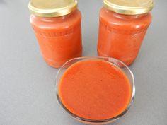 Recept na ten nejlepší domácí protlak z rajčat. Výborně dochutí domácí rajskou omáčku Hot Sauce Bottles, Cantaloupe, Fruit, Food, Essen, Meals, Yemek, Eten