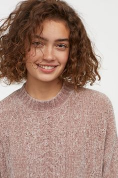 Pretty Pale Blonde - 60 Layered Bob Styles: Modern Haircuts with Layers for Any Occasion - The Trending Hairstyle Short Hair With Bangs, Short Curly Hair, Hairstyles With Bangs, Short Hair Cuts, Short Curls, Hairstyle Men, Curly Pixie, Medium Curly, Casual Hairstyles