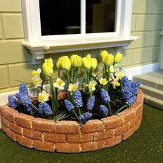 miniature half circle flowerbeds tutorial using foam boards from the dollar store Minis, Curved Bed, Wildflower Seeds, Wooden Planters, Half Circle, Landscape Plans, Miniture Things, Flower Tutorial, Daffodils
