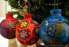 Navidad A La Mexicana - Esferas de Barro y Tradiciones, Posadas, Piñatas - It´s begining to look like Mexican Christmas www.paramexicoconamor.com