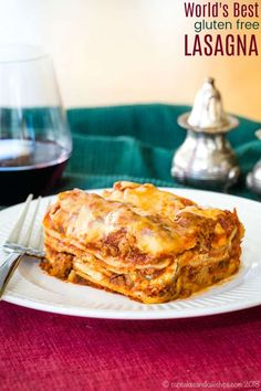 The World's Best Gluten Free Lasagna - this homemade lasagna recipe has hearty meat sauce and three kinds of cheese between layers of gluten free noodles. It's the ultimate Italian comfort food! Best Gluten Free Lasagna Recipe, Homemade Lasagna Recipes, Gluten Free Lasagna Noodles, Gf Recipes, Dairy Free Recipes, Cheese Recipes, Cooking Recipes, Gluten Free Peach, Pasta
