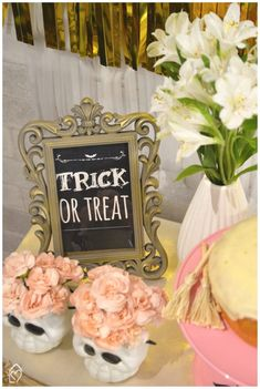 Mini table de Halloween Halloween, Trick Or Treat, Table Decorations, Mini, Frame, Home Decor, The Bell Jar, White Paper, Party