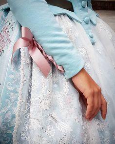 Detalles llenos de dulzura. #eduardocerveraindumentaria #eduardocervera #indumentaria #indumentariavalenciana #indumentariafallera #indumentariatradicional #indumentariafemenina #fallas2019 #fallas #detalle @sedica.sl @hijasdecarmenesteve 18th Century Fashion, Ethnic Outfits, Historical Clothing, Fashion Details, High Fashion, Street Wear, Flower Girl Dresses, Gowns, Stylish