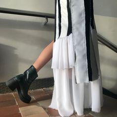 #роршах #штанысаппликацией #аппликация #белыебрюки #объемныебрюки #российскиедизайнеры #rorschachtest #blackandwhitepants #whitepants  #blackandwhitedresses Photo And Video, Instagram
