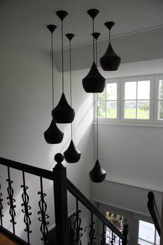 Tom Dixon, beads in trapgat, grafische lijnen en mooie verlichting.