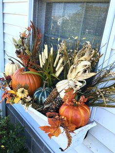 41 Simple and Easy Fall Window Boxes Ideas On a Budget - Flower Pot Arrangements Fall Flower Boxes, Fall Flowers, Flower Pots, Flower Ideas, Fall Window Boxes, Window Box Flowers, Autumn Decorating, Porch Decorating, Rama Seca