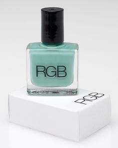 I really really love green and I can't wait to get this mint green on my nails!