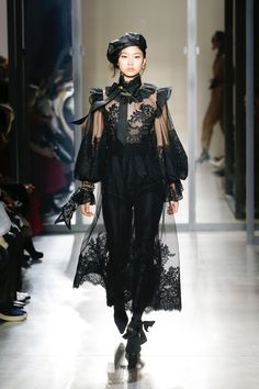 Get inspired and discover Zimmermann trunkshow! Shop the latest Zimmermann collection at Moda Operandi. Haute Couture Style, Couture Mode, Couture Fashion, Runway Fashion, Womens Fashion, Fashion Week, Fashion Show, Fashion Outfits, Fashion Design