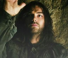 Kili's shirt sleeves details.