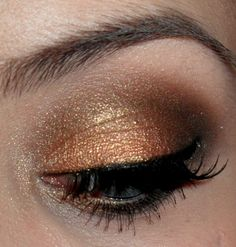 1. Glamorous on the lid. 2. Corrupt and dark brown in the crease 3. Vanilla Bean as a highlight under the brow. Hope you like it! More images: http://www.makeupgeek.com/forums/topic/golden-makeup-with-mug-shadows/