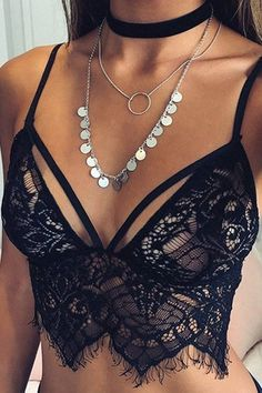 What a sexy bralet, wear it and ensure you will stand out in the crowd. Satisfy your sexy styling needs. Inclusing sleeveless, lace details and with no falsies. Team it up with any high waist bottom or bikini shorts is great.