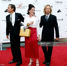 kate-spade-with-her-huband-left-and-her-brother-david-right-attend-picture-id1321733 1,024×1,005 pixels