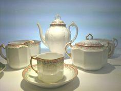 Zdjęcie numer 10 w galerii - Marka Ćmielów ma 225 lat. Wybraliśmy najpiękniejsze wzory (nie tylko historyczne) Bone China, Tea Pots, Tableware, Design, Porcelain Ceramics, Dinnerware, Tablewares, Tea Pot