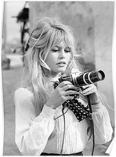 Brigitte Bardot with Camera, Black and White Photograph Poster Poster. Brigitte Bardot with Camera, Black and White Photograph. Vintage Hairstyles, Hairstyles With Bangs, Wedding Hairstyles, Cool Hairstyles, Beautiful Hairstyles, Style Hairstyle, Haircuts, Wispy Bangs, Long Hair With Bangs