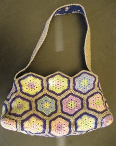my african flower bag in pastel colors – Crochet Bag İdeas. Granny Square Bag, Flower Bag, African Flowers, Pastel Colors, Crochet Top, Purses, Pattern, Bags, Women