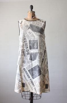 *Very rare 1960's paper dress  *Print of news from the Milwaukee Journal Sentinal