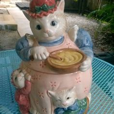 This adorable vintage ceramic cat cookie jar is in great shape for its age. Teapot Cookies, Biscuit Cookies, Kinds Of Cookies, Cute Cookies, Cat Cookie Jar, Cookie Monster, Kit Kat Cookies, Kitchen Jars, Kitchen Items