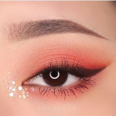 40 Romantic Valentine's Day Makeup Looks Worth Trying Immediately Valentine's Day Makeup, Valentine's Day Makeup Looks, Valentine's Day eye makeup ideas Day Eye Makeup, Day Makeup Looks, Korean Eye Makeup, Applying Eye Makeup, Asian Makeup, Eyeshadow Makeup, Korean Eyeshadow, Monolid Makeup, Make Up Beratung