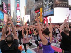 Beyond The Stoop: only in NYC: yoga in times square