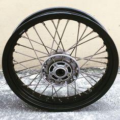 This front wheel is for Kawasaki W800 w/Newson Sportec stainless spokes. #kawasakiw800 #kawasakimotor #w800custom #wheelset #spokes #stainlessspokes #newsonsportec #w800