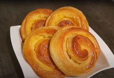 Σαλιγκάρια βανίλιας10 Greek Pastries, Onion Rings, Cinnamon Rolls, Summer Nails, Doughnut, Bakery, Brunch, Food And Drink, Ice Cream