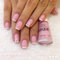 Lovely rose nail polish with little flowers Shellac Nails, Nude Nails, Pink Nails, Nail Polish, Fingernail Designs, Nail Art Designs, Fancy Nails, Pretty Nails, Nail Jewels