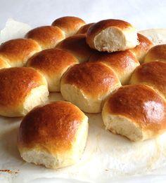 Puszyste bułki pszenne Hot Dog Buns, Hamburger, Favorite Recipes, Bread, Food, Brot, Essen, Baking, Burgers