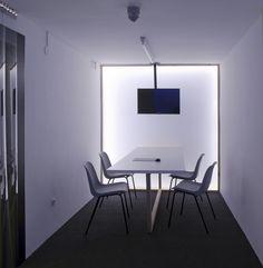 Coworking Magma Espacio / equipoeme estudio #Magma #Espacio #coworking #equipoeme #interiorismo #oficina #diseño #Ourense #salareuniones Co Working, Conference Room, Dining Table, Furniture, Home Decor, Interior Design Studio, Dining Room Table, Cozy, Offices