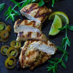 Easy 10 minute recipe for Garlic Lemon Chicken Marinade glutenfree and paleo Chicken Marinade Recipes, Chicken Marinades, Grilling Chicken, Top Recipes, Healthy Recipes, Turkey Recipes, Healthy Meals, Salad Recipes, Healthy Food