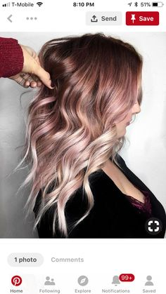 17 Rose Gold Haare als Inspiration 17 Rose Gold Hair as inspiration What do Rose Gold hair look like? Here are 17 different hair styles in rose gold. The post 17 Rose Gold hair as inspiration appeared first on Colorful Hair Diy. Hair Color And Cut, Ombre Hair Color, Blonde Rose Gold Hair, Blonde Pink Balayage, Rose Gold Brown Hair, Faded Hair Color, Balayage Hair Rose, Dark Balayage, Golden Blonde