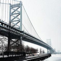 A view of the Ben Franklin Bridge Philadelphia's Race Street Pier (Photo by @darrenburton_ on Instagram)