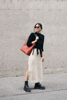 Martens - White Long Skirt w/ Slit - Black Wrap Blouse - Street Style Inspiration, Inspiration Mode, Look Fashion, Fashion Outfits, Womens Fashion, Fall Fashion, Dr Martens Outfit, Dr Martens Style, Elegant White Dress