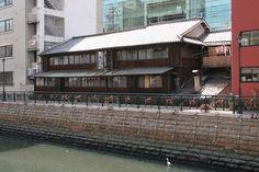 現在「かしわ料理 鳥久」として明治17年に建てられた建物のまま営業している