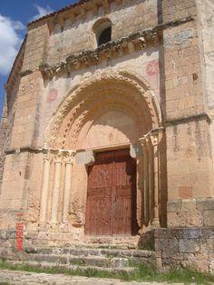 Portal de Vera Cruz, de Segóvia, igreja circular românica da ordem de Santiago - Cruzados. Templo circular, à semelhança do Santo Sepulcro, é românico genuíno. Expressão espiritual da fé.