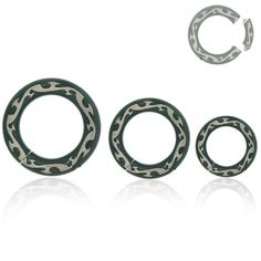 Piercing anneau de gros diamètres en acier noir avec gravures tribale grise. Trouvez un bijou qui vous ressemble sur notre bijouterie en ligne.