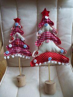 Weihnachtsdekoration 2 Weihnachtsbäume aus Stoff mit Knöpfen   eBay