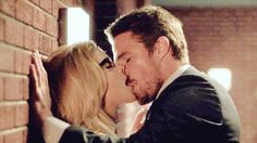Oliver and Felicity kiss arrow 06x04 #Olicity