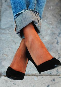 Inverted triangles need some movement in the bottom of their jeans. Slim leg works best cuffed with heels, wedges or ankle boots. This gives some weight down near the ankles to stop you looking like an ice cream cone (as often happens with skinny jeans). laramitchellstylist.com