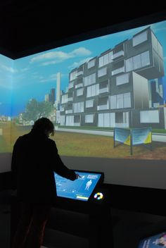 Interactive displays: how to build the most energy-efficient house through various sustainable components.
