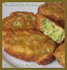 Courgettebeignets.Lekkere groentenbeignets van geraspte courgette.Dit heb je nodig1 flinke courgette200 gram bloembakpoeder20 gram geraspte parmesaanse kaas2-3 eieren1 eetlepe