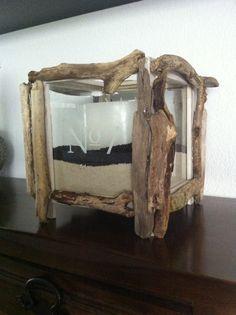 Treibholz-Kubus mit Sand und Kerze