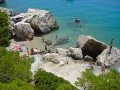 Apartments Lizatovic offer #favorablepriceaccommodation in 5 #apartments, located only 80m from the sea in #Marusici, an pictures village on the #RivieraOmis. The apartments are located in a family house in front of which there are several pebbly and rocky beaches. Marušići is a small village, 2km from #Mimice 10 km from #Omis Thanks to its ideal location, #accommodation is suitable for #Mimicefamilyvacation #holidaysinCroatia for group of friends as well as for #Omisactivevacation For more…