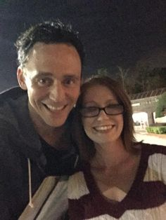 Tom Hiddleston with fans. @twhiddleston best night ever! Thank you for being amazing! :) pic.twitter.com/hRqJHOjKuY