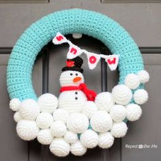 Free pattern for crocheted snowball winter snowman wreath.