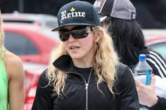 On the pic above Madonna is leaving a gym after a spinning class in Los Angeles. She had another 55-minute [...]