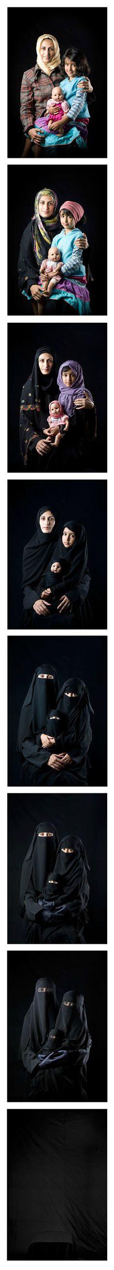 """BUSHRA ALMUTAWAKEL """"Mother, Daughter, Doll"""" // 2010, série de 9 photographies numériques couleur, 40x 60 cm chaque"""