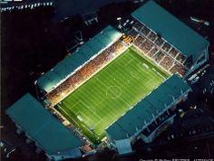 Le stade Félix Bollaert à Lens 62 Rc Lens, Football Stadiums, Marina Bay Sands, Calais, Northern Lights, Photos, Racing, Club, Travel