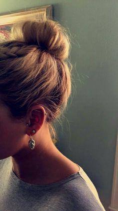 Seashell w/ Pearl sea shell Gold or Rose Gold Labret Monroe lip tragus Ear piercing Flexible Bioplastic Comfortable Ring or - Custom Jewelry Ideas Tragus Piercings, Barbell Piercing, Cute Ear Piercings, Body Piercings, Piercing Tattoo, Tragus Piercing Jewelry, Ear Piercings Industrial, Industrial Barbell, Helix Earrings
