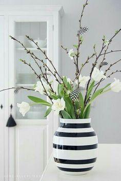 28 Cheap Home Decor To Rock This Summer orchid phalaenopsis ikebana arrangement Spring Flower Arrangements, Spring Flowers, Floral Arrangements, Flowers Vase, Spring Decoration, Spring Home Decor, Deco Floral, Arte Floral, Ikebana