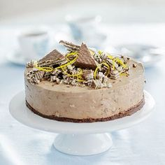 Tämä juustokakku vie kielen mennessään! Cheesecake Recipes, Dessert Recipes, Desserts, Yummy Eats, Yummy Food, Finnish Recipes, Buzzfeed Tasty, No Bake Cake, Sweet Recipes